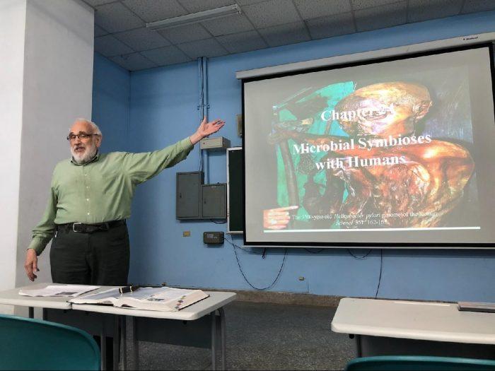 國際大師教授全校性微生物學核心課程